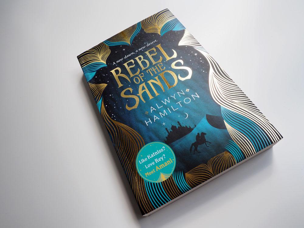 """Bild vom Buch """"Rebel of the Sands"""""""