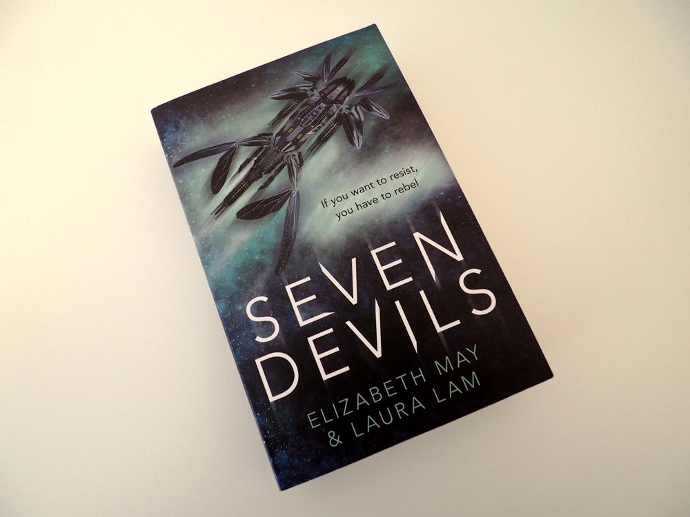 """Foto vom Buch """"Seven Devils"""" Perspektive 3"""