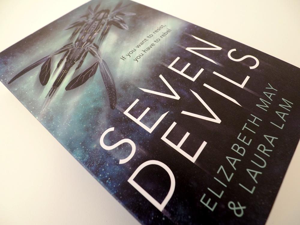"""Foto vom Buch """"Seven Devils"""" Perspektive 2"""